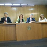 La presidenta de ACIJUR, Patricia Rosety y miembros de su Junta Directiva