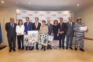 La presidenta de ACIJUR, Patricia Rosety, junto con los premiados y las autoridades que hicieron entrega