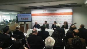 El ministro de Justicia, con la presidenta de ACIJUR, Patricia Rosety, y los representantes de Thomson Reuters Aranzadi (Foto cedida)