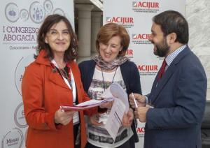 La presidenta de ACIJUR, Patricia Rosety, con la directora de Comunicación del Colegio de Abogados de Madrid, Luisa Jaén, y el periodista de Expansión Jurídico Carlos García-León, que a su vez son también socios de ACIJUR