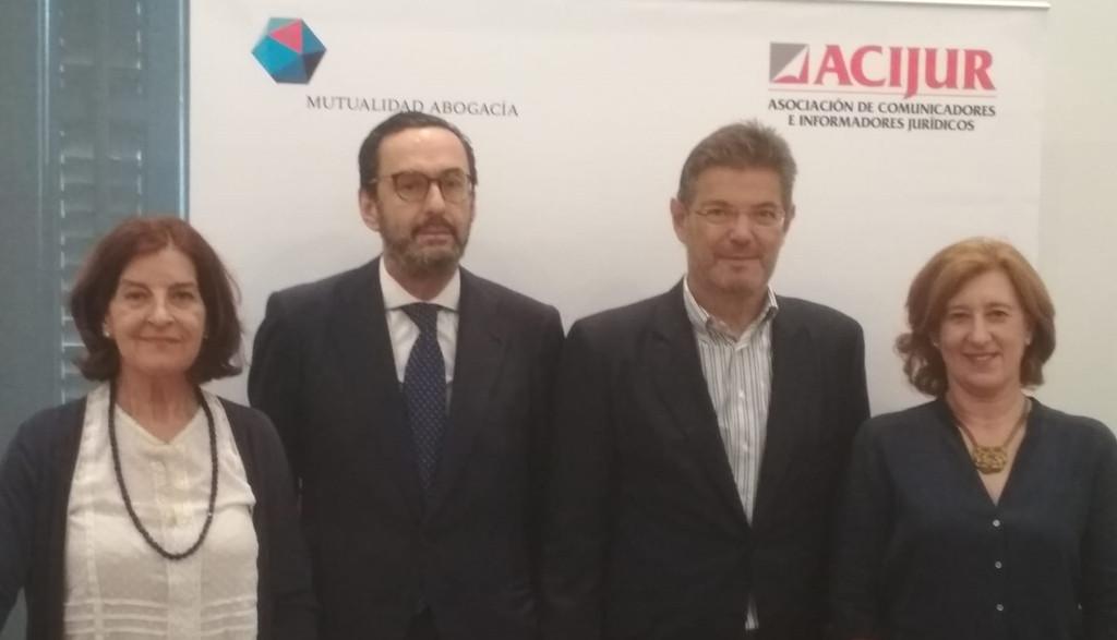 De izquierda a derecha, Luisa Jaén, directora de comunicación de la Mutualidad; Enrique Fernández, presidente de la Mutualidad, Rafael Catalá, exministro de Justicia; Patricia Rosety, presidenta ACIJUR.