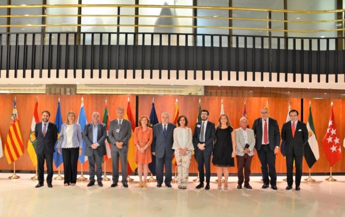 Los miembros de la Junta Directiva de ACIJUR con el presidente del Tribunal Constitucional, Juan José Rodríguez Rivas.