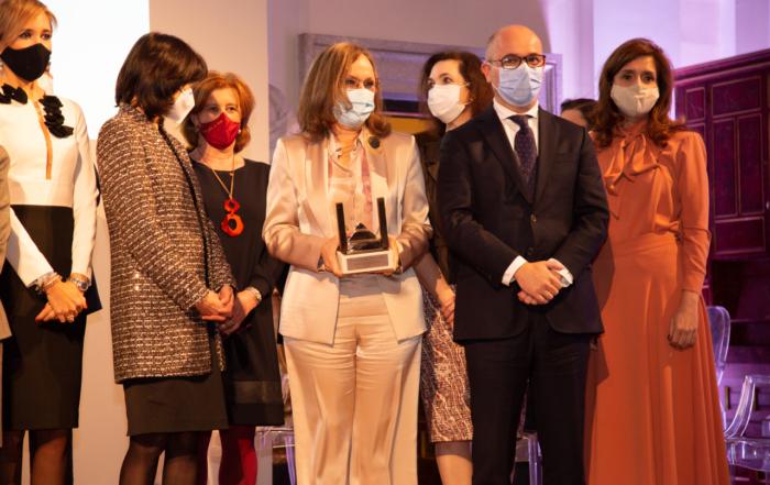 La presidenta de ACIJUR, Patricia Rosety, participa en la entrega de los II Premios Women in a Legal World