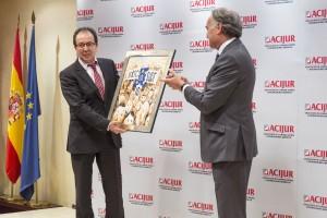 El director de la Agencia de Protección de Datos, José Luis Rodríguez, con el Premio
