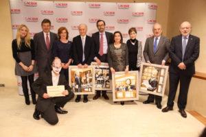 Foto de familia de los premiados y autoridades