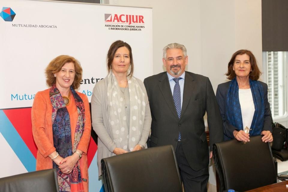 Patricia Rosety, presidenta ACIJUR; Mar España, directora de la AEPD; Rafael Sánchez, director general de la Mutualidad de la Abogacía, y Luisa Jaén, directora de comunicación y miembro de la Junta Directiva de ACIJUR