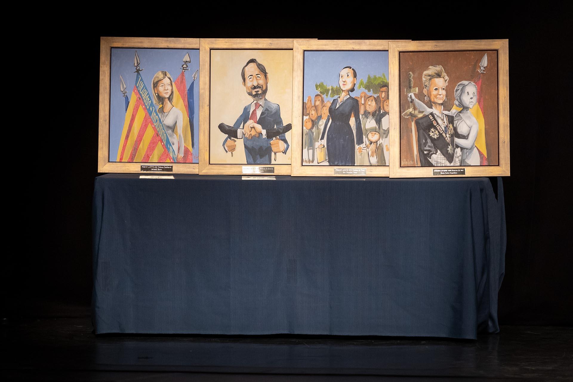 Premios Puñetas. De izqda. a dcha., Periféricas, Bronce, Plata y Oro.