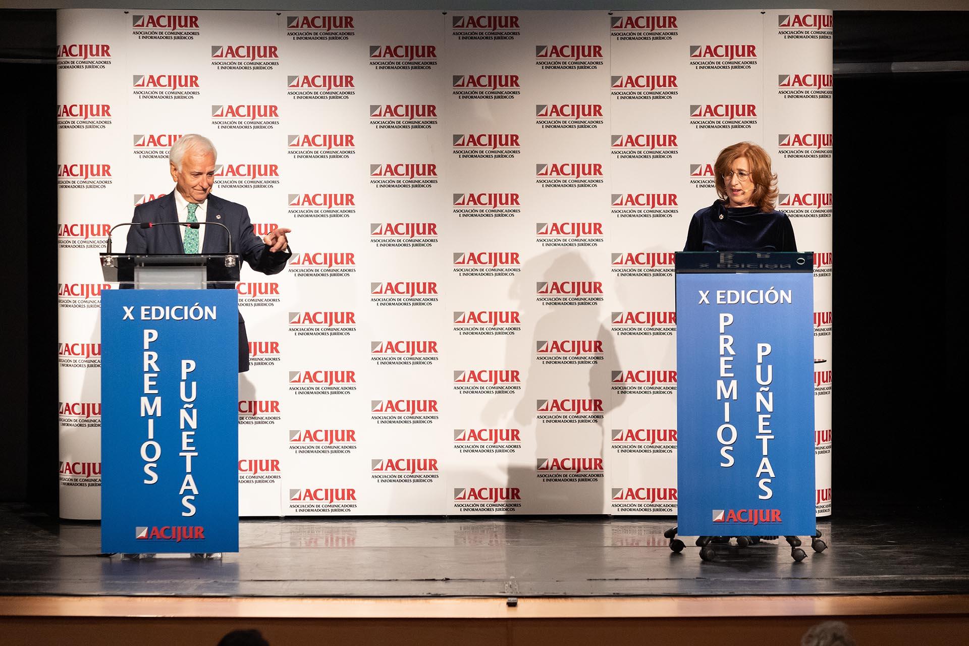 Patricia Rosety y Francisco Muro introducen el premio Puñetas Periféricas.