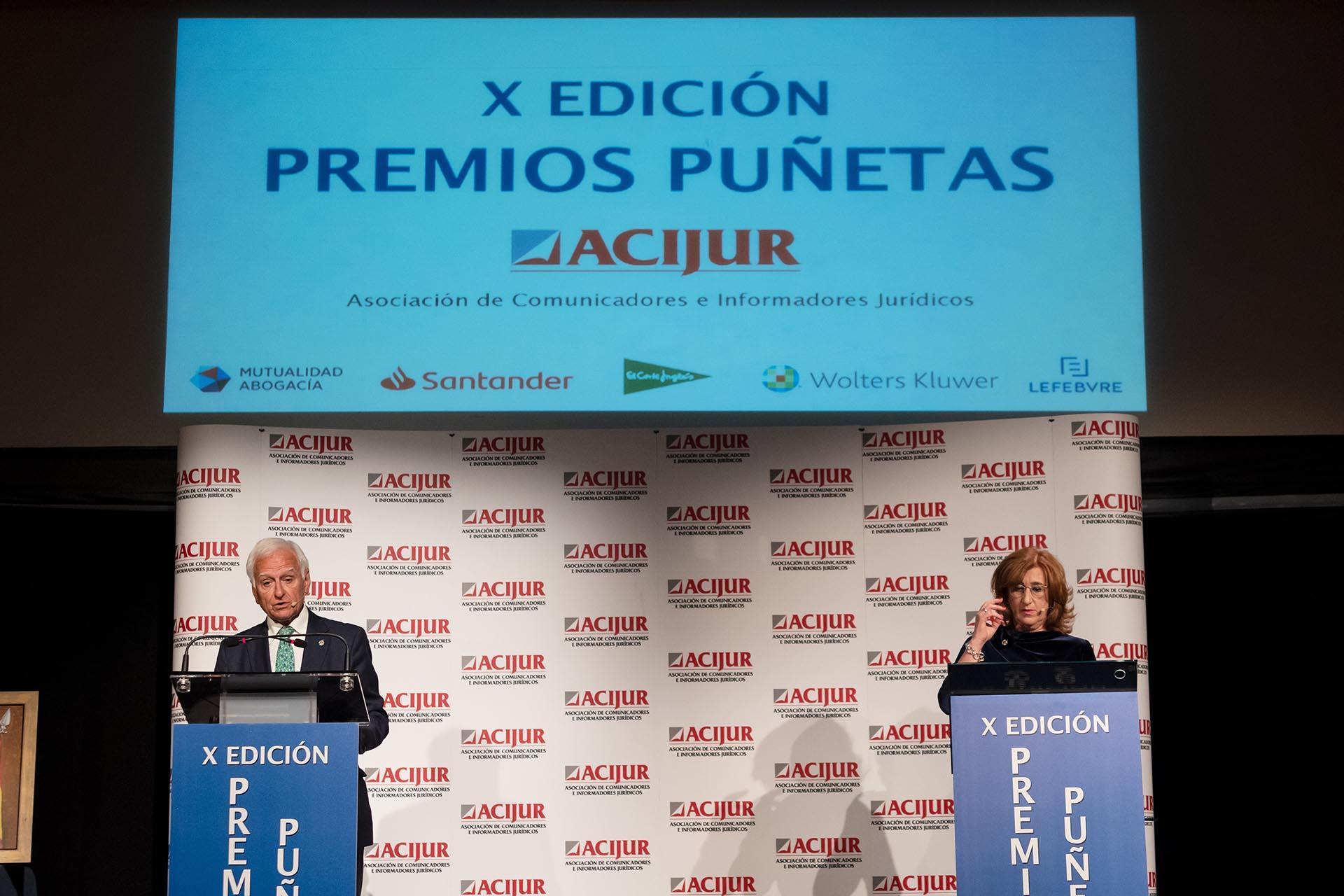 Patricia Rosety y Francisco Muro introducen el premio Puñetas de Bronce.